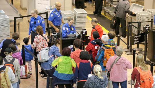 Mẹo hay để nhanh chóng qua cửa an ninh sân bay