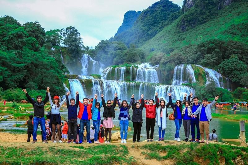 Tour Hà Nội - Hồ Ba Bể - Thác Bản Giốc - Động Ngườm Ngao - Suối Lê Nin - Pác Pó 3N2Đ